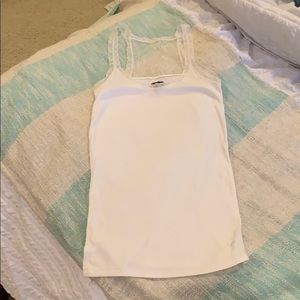 American Eagle white tank top with lace